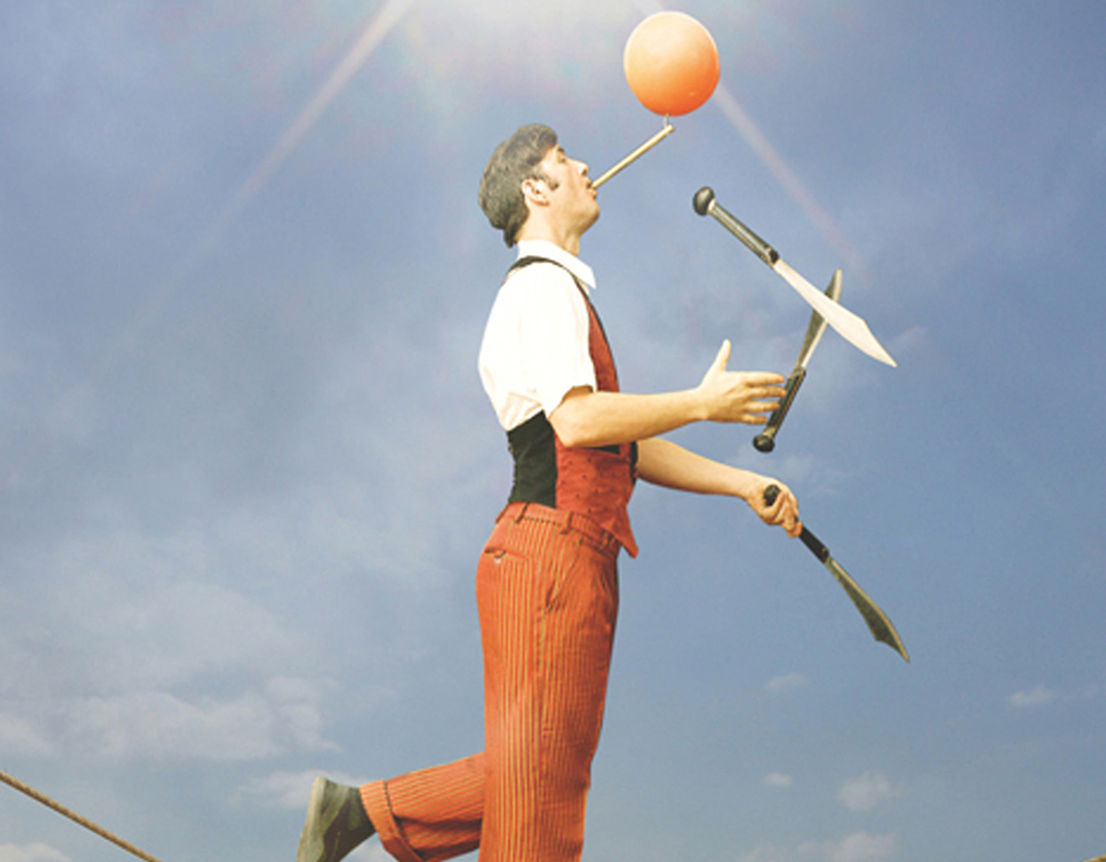 juggling performer