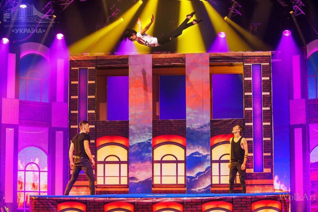 Stage Act Trampoline Performance