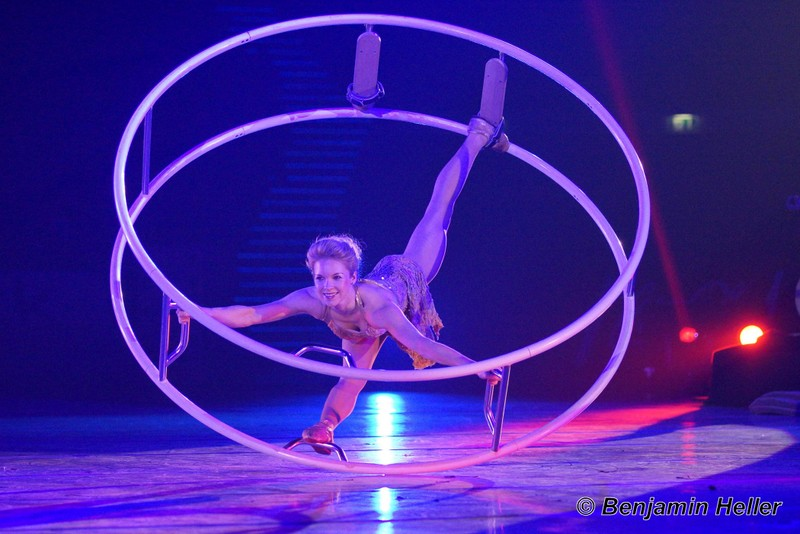 Wheel stage performer