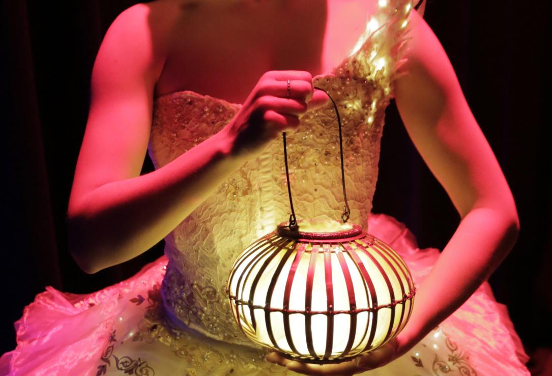 Elegant lantern stage performers